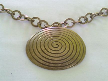 Spiral oval pendant necklace